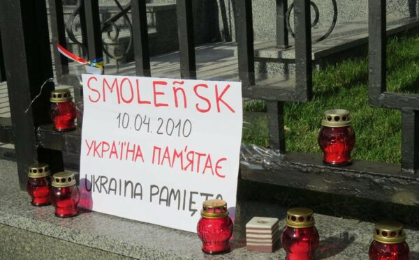 In Kiev, people pay tribute to the victims of the Smolensk tragedy