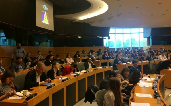 Press release: Moldova at the crossroads, say MEPs