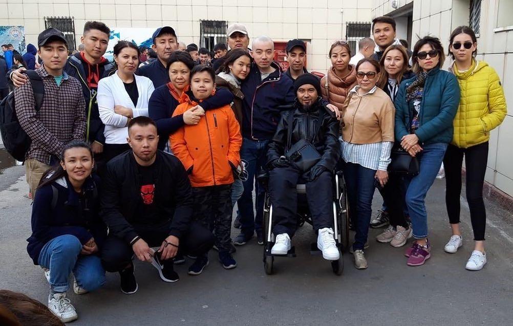 Relatives and friends are accompanying activist Alimzhan Izbasarov to the army. Maskat Mukarov, Zhanbota Alzhanova, Aigerim Mukhamedzhan and Aliya Izbasarova were detained for covering the events of 9 June. Photo: Zhanbota Alzhanova's page on Facebook
