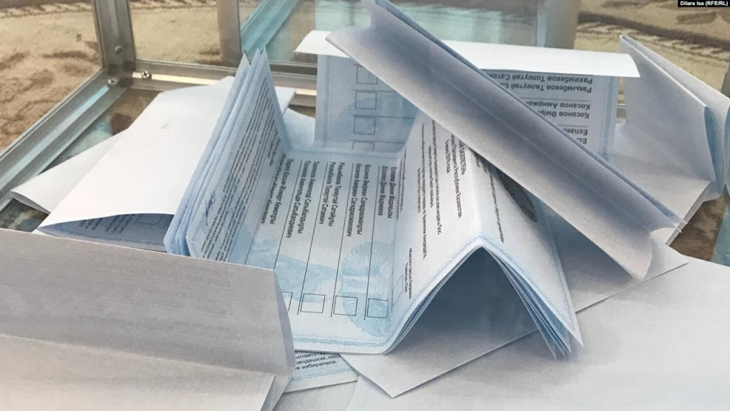 9 June 2019, Shykment. Polling station No. 162. Several folded voting cards, which may indicated that they were inserted by one person. Photo: Dilara Isa (RFE/RL)