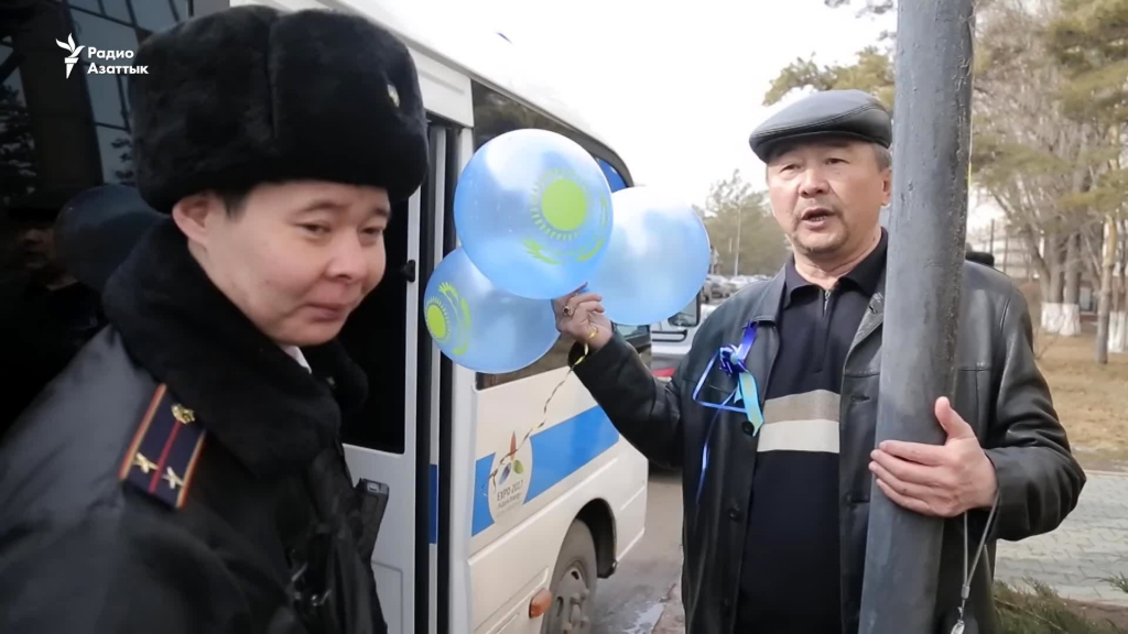 In Astana, people walking with blue balloons, were put into police buses. Source: rus.azattyq.org