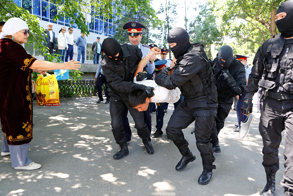 Detentions on 21 May, 2016. The photo: Reuters / Shamil Zhumatov